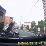 自転車に乗った大阪の小学生の予測不可能な動き 後1m早かったら衝突事故!