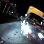 ノーブレーキでバイクに正面衝突しようとする極悪運転トラック 転倒してギリギリ回避!