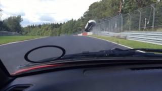 ニュルブルクリンクでルノー・メガーヌRSが時速200kmで大クラッシュ 5m跳ね上がって8回転!
