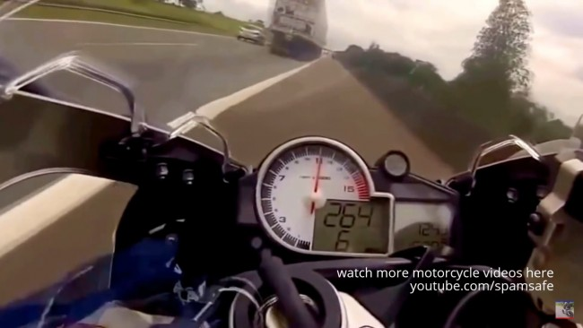 honda-CBR1000RR-vs-BMW-S1000RR-300kmh-streetrace