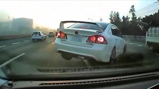 一度に2車線変更をしたシビック・Type Rが追突される事故 どっちも悪いな・・・