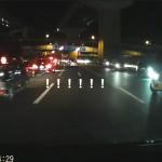 夜の自動車専用道路で4台連なって逆走する集団に遭遇 流石にこれは超超超レアケース