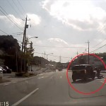 ウインカー出さずに急にUターンした軽自動車とすり抜けバイクが衝突 どっちもどっち・・・