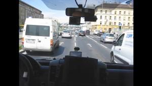 救急車の緊急走行を車内から撮影した珍しい映像 車が次々よけて道が開いていくのが気持ちいい