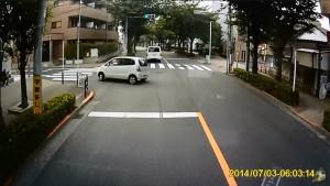 頭のおかしい軽自動車が公道でドリフト タイヤを鳴らして衝撃のFドリ!!